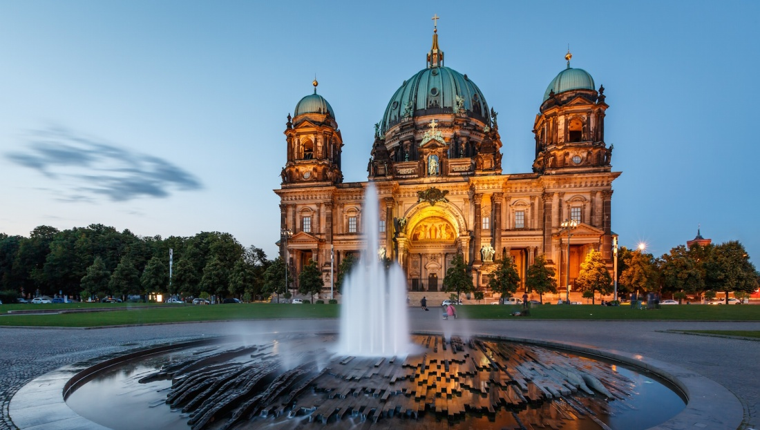 Picture of the Berlin Cathedral at twilight